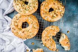 Breakfast cereal bagels