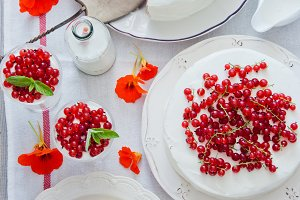 Cakes with red currant