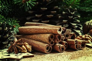 Cinnamon sticks and star anise in th