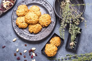 Vegan oat cookies in black ceramic p