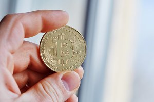 bitcoin in hand,war of bitcoin,pull