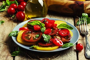 Salad with tomato and basil, old woo