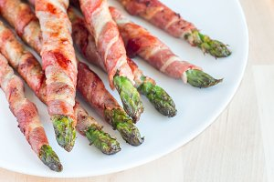 Green asparagus wrapped with bacon o