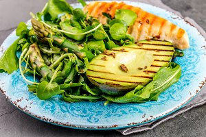 Green salad with grilled avicado and
