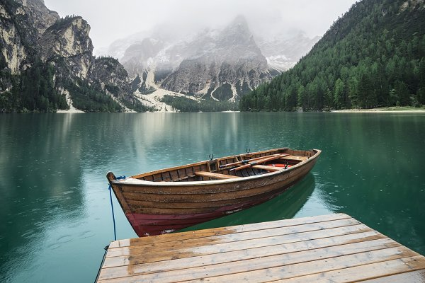 Stock Photos - Lake and boat in the Italy
