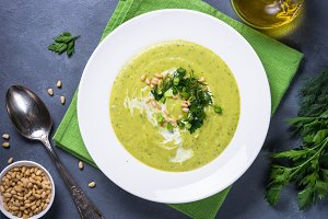 Cream soup with zucchini, herbs and