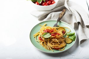 Traditional itaian spaghetti with to