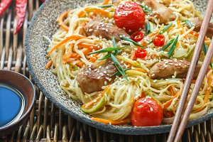 Stir fried noodle with chicken