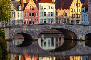 Night Bruges canal and bridge