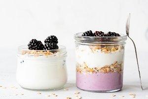 Breakfast parfait with oats, yogurt