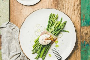Flat-lay of green asparagus, soft
