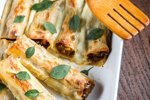 Cannelloni with mincemeat and bacham