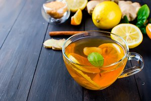 Hot tea with mint, lemon and raspber