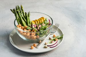 Vegetarian salad with asparagus