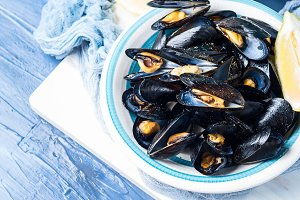 Sauteed mussels with black pepper an