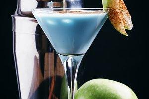 Alcoholic cocktail blue temptation,
