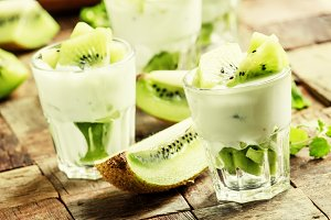 Kiwi yogurt, fresh fruit and mint, v