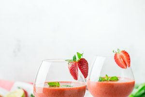 Alcohol cocktail with vodka, strawbe