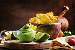 Corn nachos and avocado sauce, selec