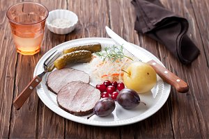 Boiled meat and fermented vegetables