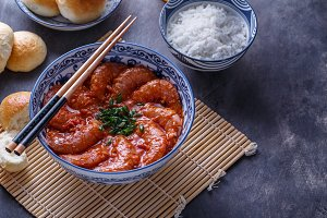 Shrimps in spicy tomato sauce, asian