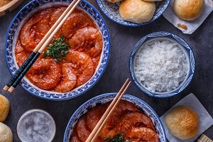 Spicy asian shrimps in tomato sauce