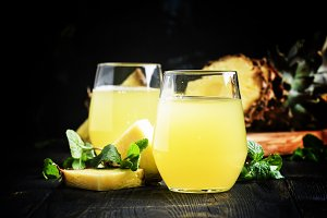Freshly squeezed pineapple juice, se