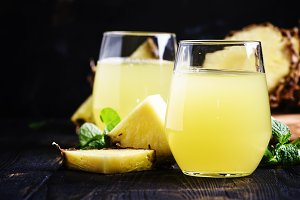 Pineapple juice, dark background, se