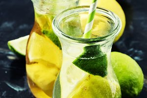 Ice black and green tea with lemon,