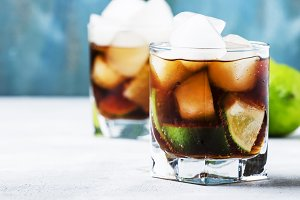 Alcoholic cocktail with cola, lime,