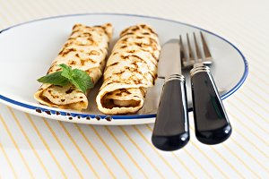 thin pancakes rolled crepes mint on