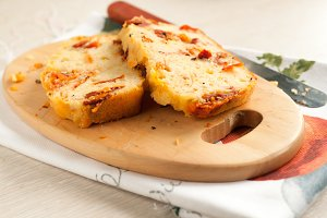Sliced cheese bread with tomatoes