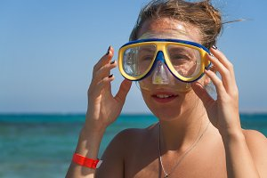 A young woman in a mask for scuba di
