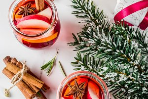 White and red mulled wine