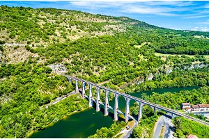 The Cize-Bolozon viaduct across the