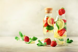 Strawberry detox water with mint