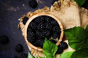Fresh blackberries with green leaves