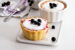 Pie with black currant and meringue
