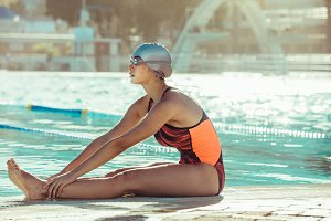 Swimmer doing warmup workout