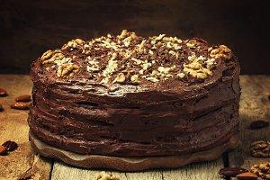 Homemade chocolate cake with nuts, v