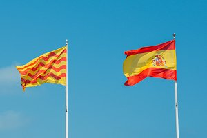 Spanish and Tarragonian flags flying