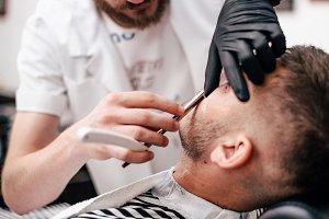 Shave beards in barbercos. Men's