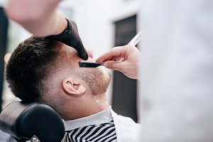 Shave beards in barbercos. Men's