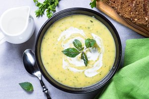 Zucchini cream soup puree.