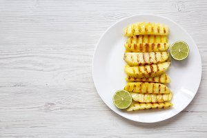 Grilled pineapple slices with lime
