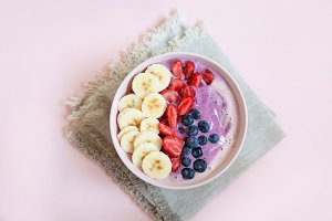 Cold smoothie bowl with fresh bluebe