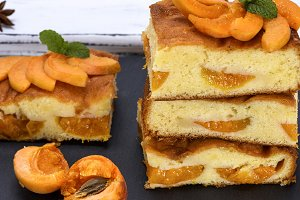 biscuit pie with apricot