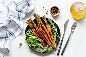 Roasted carrots with arugula salad