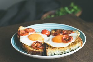 Breakfast toast with egg and tomato