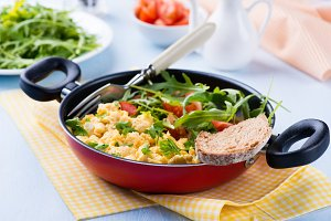 Scrambled eggs with salad